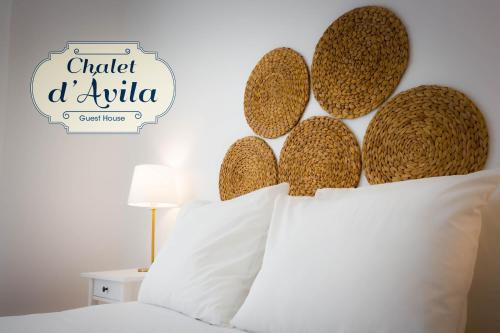 A bed or beds in a room at Chalet D´Ávila Guest House