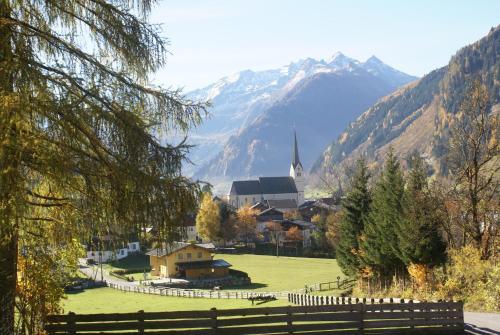 Ein allgemeiner Bergblick oder ein Berglick von der Pension aus