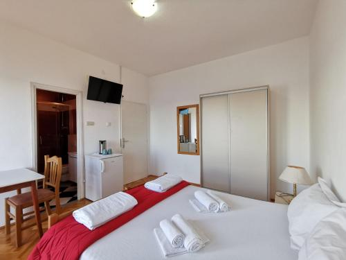 A bed or beds in a room at Rooms Ante