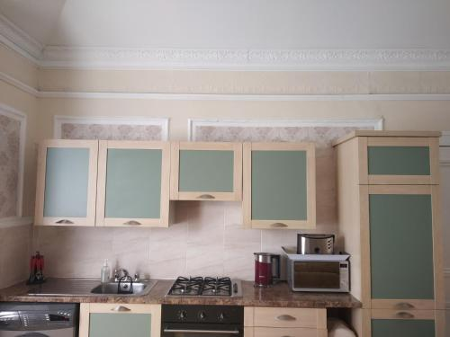 A kitchen or kitchenette at Busby Apartments