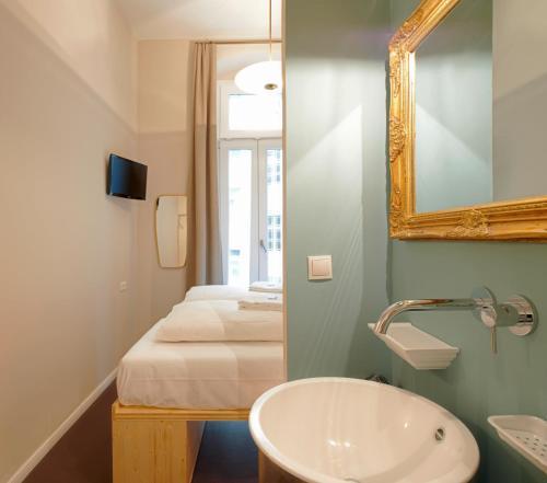 A bathroom at The Cat's Pajamas Hostel