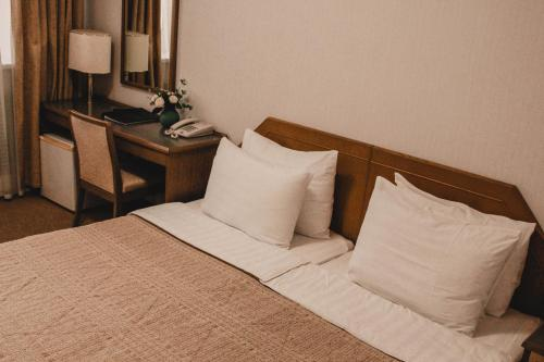 A bed or beds in a room at Gavan Hotel