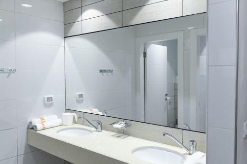 A bathroom at HI - Karei Deshe Hostel