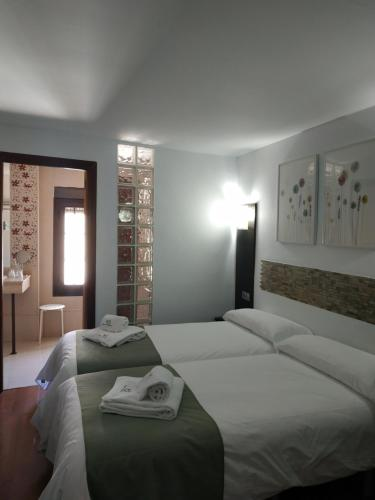 A bed or beds in a room at Hostal Esencia de Azahar