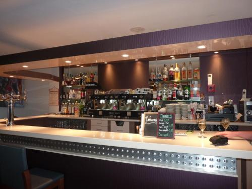 The lounge or bar area at Hôtel Le Central
