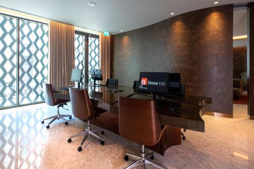 The business area and/or conference room at BessaHotel Baixa
