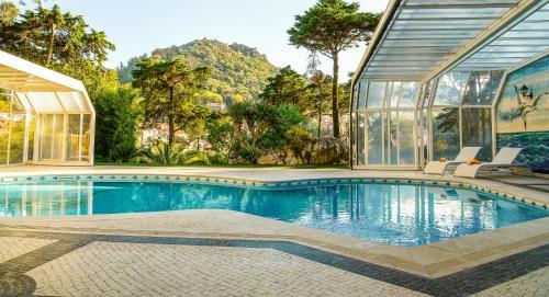 Het zwembad bij of vlak bij Sintra Marmoris Palace
