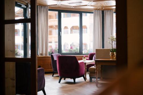 Ein Sitzbereich in der Unterkunft Hotel Trofana Royal