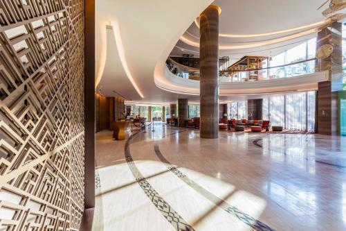 The lobby or reception area at Crowne Plaza Vientiane, an IHG Hotel