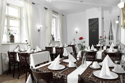 A restaurant or other place to eat at Altstadthotel Augsburg