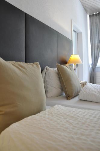 Ein Bett oder Betten in einem Zimmer der Unterkunft Hotel und Restaurant zum Hirschen