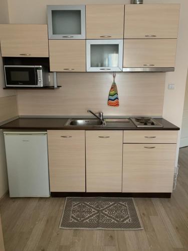 Кухня или кухненски бокс в Хотел Топалови