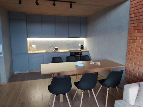 A kitchen or kitchenette at Apartament Antresola