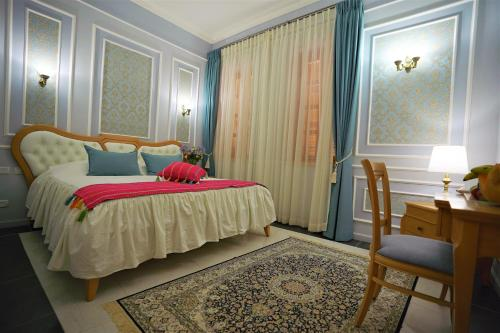 A bed or beds in a room at Sergei Palace Hotel