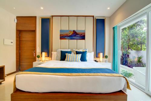 A bed or beds in a room at Estrela Do Mar Beach Resort- A Beach Property