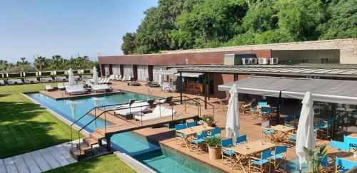 Вид на бассейн в Hotel Miramar Barcelona GL или окрестностях