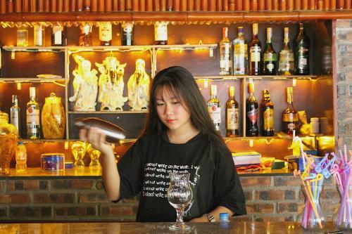 The lounge or bar area at Tuan Ngoc Hotel