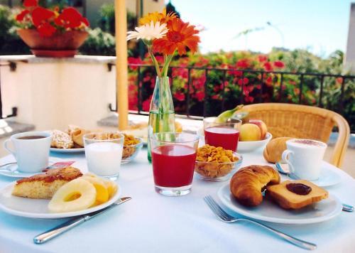 Colazione disponibile per gli ospiti di Hotel Angedras