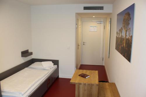 A bed or beds in a room at CVJM Jugendhotel München