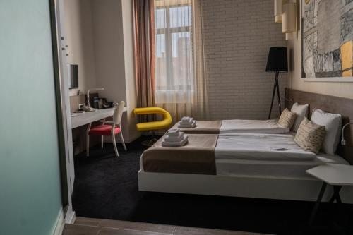 A bed or beds in a room at Garni Hotel Eter