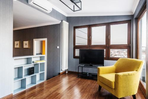 Telewizja i/lub zestaw kina domowego w obiekcie Triton Park Apartments