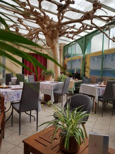 Restaurant ou autre lieu de restauration dans l'établissement Hotel Fouillade