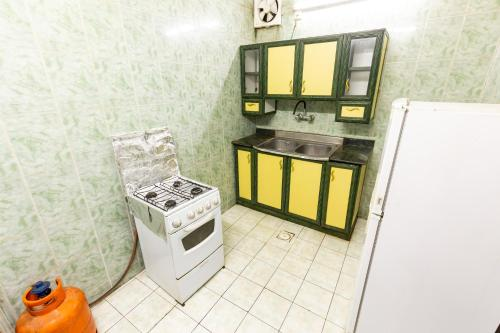 A cozinha ou cozinha compacta de Al Eairy Furnished Apartments - Al Bahah 3