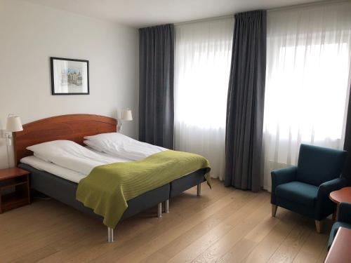 A bed or beds in a room at Hotel Noreg