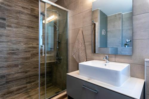 A bathroom at Big Blue suites 2