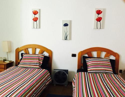Ein Bett oder Betten in einem Zimmer der Unterkunft WIFI TENERIFE SUR GUEST HOUSE