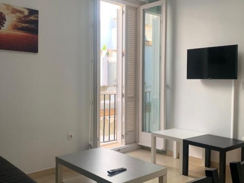 Una televisión o centro de entretenimiento en La Casa Morada