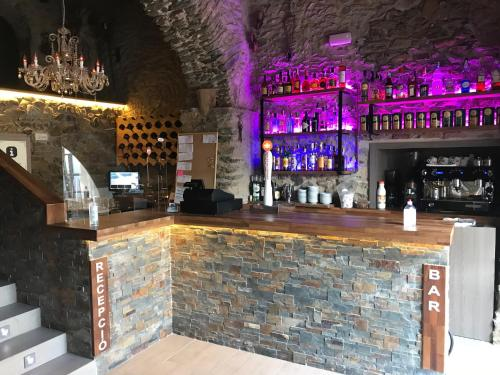 El salón o zona de bar de Hotel Mas Palou