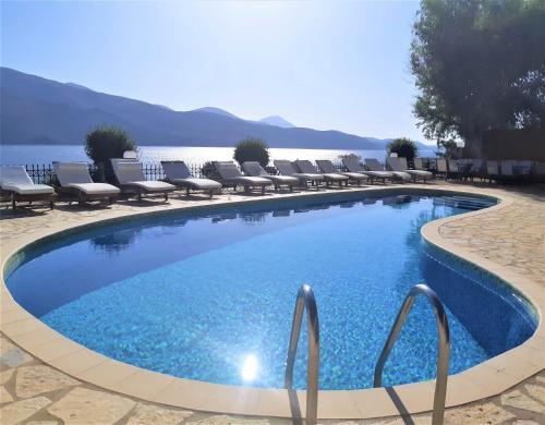 Πισίνα στο ή κοντά στο Ξενοδοχείο Λαζαράτος