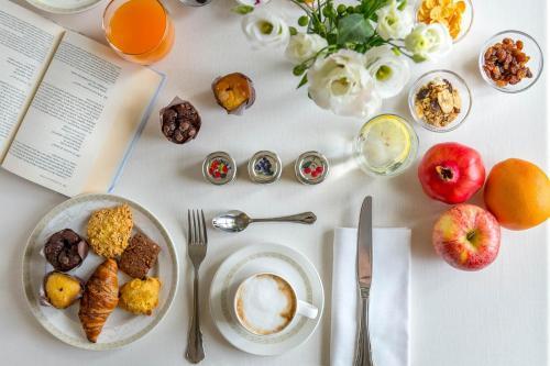 Options de petit-déjeuner proposées aux clients de l'établissement Borgo Conde Wine Resort