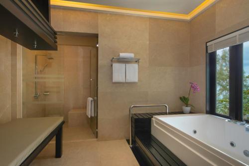 حمام في منتجع لوكشري كولكشن، ذا أندمان، لنكاوي