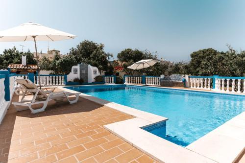 The swimming pool at or near Casa Bananeiras