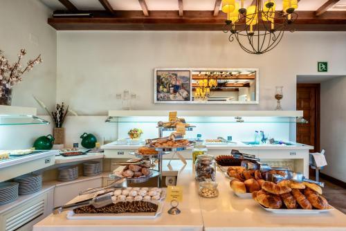 A kitchen or kitchenette at Parador de Málaga Gibralfaro