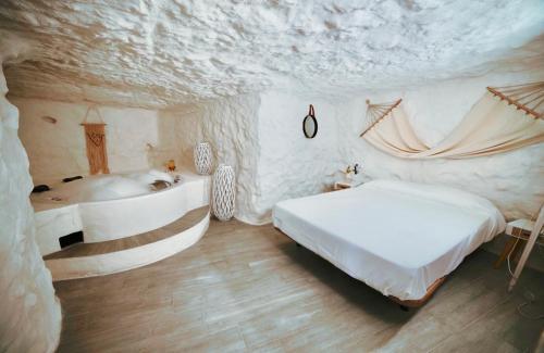 A bed or beds in a room at Casa Rural Las Colmenas