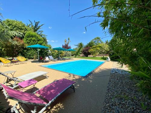 Der Swimmingpool an oder in der Nähe von La Rochelle Lodge