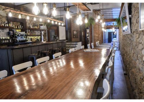 El salón o zona de bar de L'Hostalet de Canet