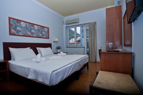 Ένα ή περισσότερα κρεβάτια σε δωμάτιο στο Grand Hotel Loutraki