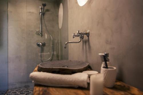 Koupelna v ubytování Treehouse Stvořidla