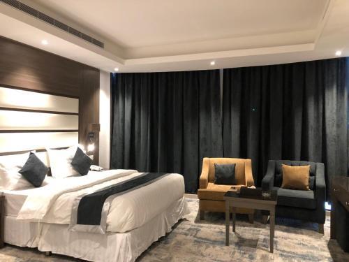 Cama ou camas em um quarto em اصال شقق فندقية فرع الحمراء