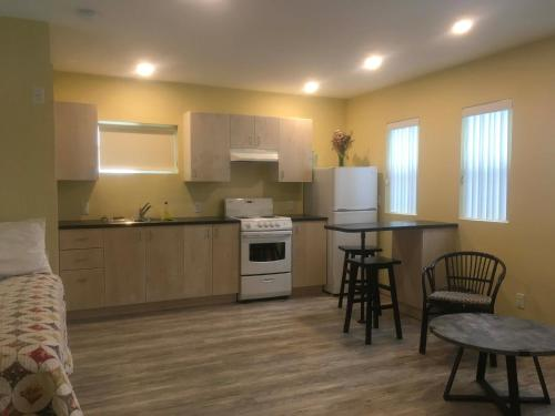 A kitchen or kitchenette at The Cube in Revelstoke