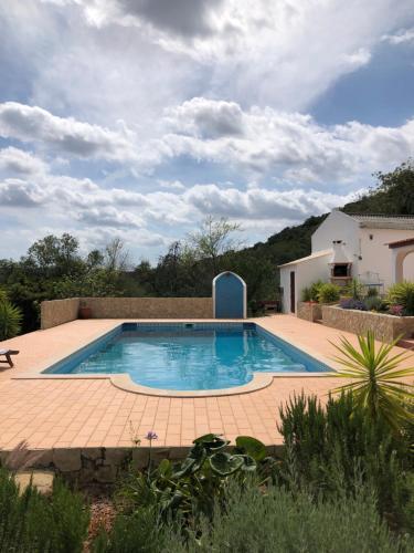 The swimming pool at or near Kinta Alekrim