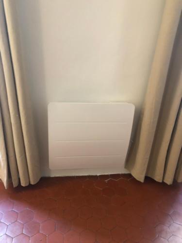 A bathroom at Deux étages au Panier