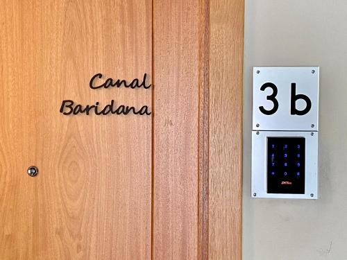 Certificado, premio, señal o documento que está expuesto en Apartaments Turístics Cal Patoi