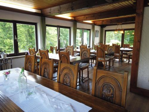 A restaurant or other place to eat at Hotel Waldterrasse