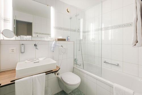 Un baño de Metropole Swiss Quality Hotel