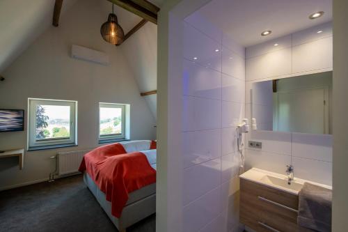 A bathroom at Hotel Bergrust